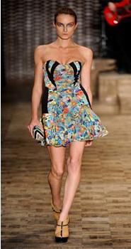 tendencia estampa floral listras poa verao 2011 3 Estampa floral, listras e poá: a moda do verão 2011